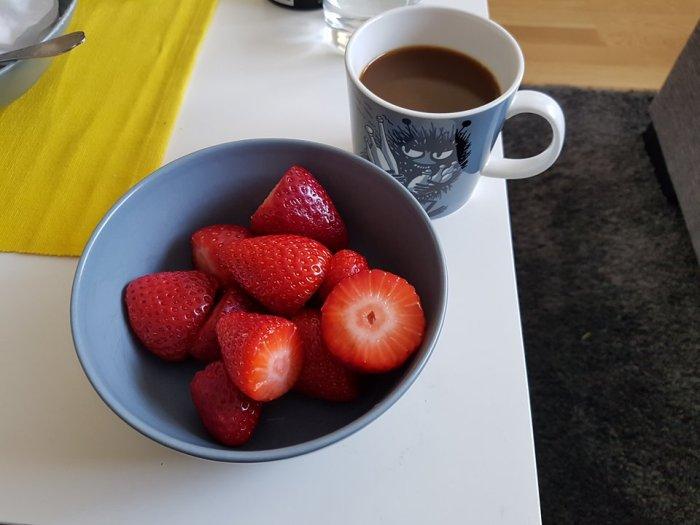 jordgubbar och kaffe.jpg