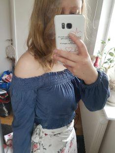 mörkblå tröja